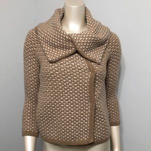 Banana Republic sweater made of Italian yarn